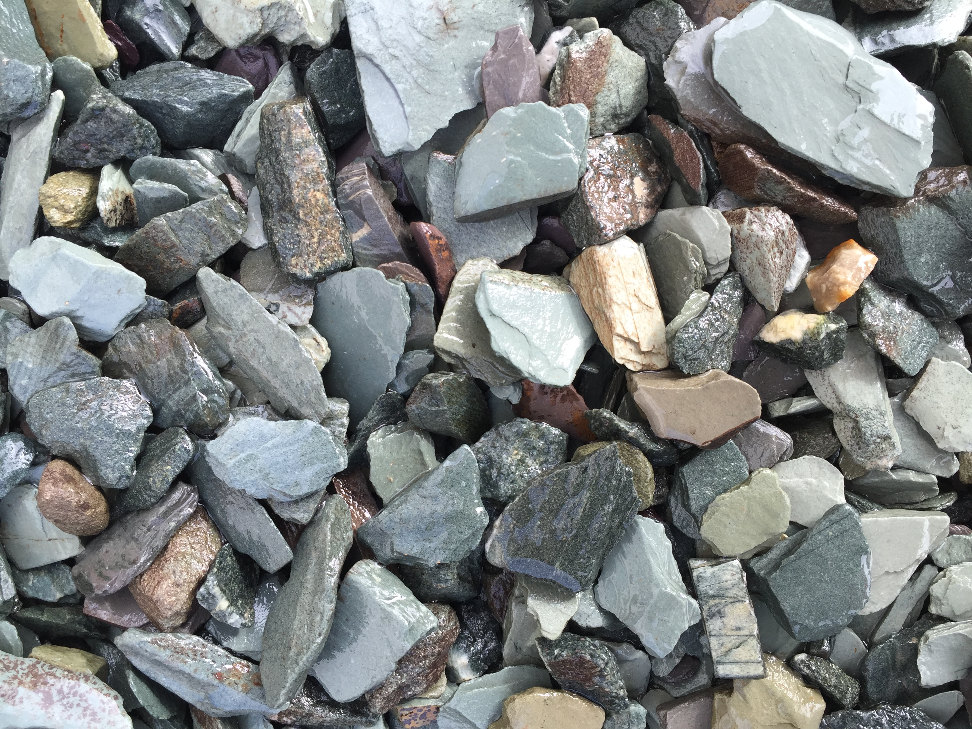 20mm Green Slate Chippings (Wet)
