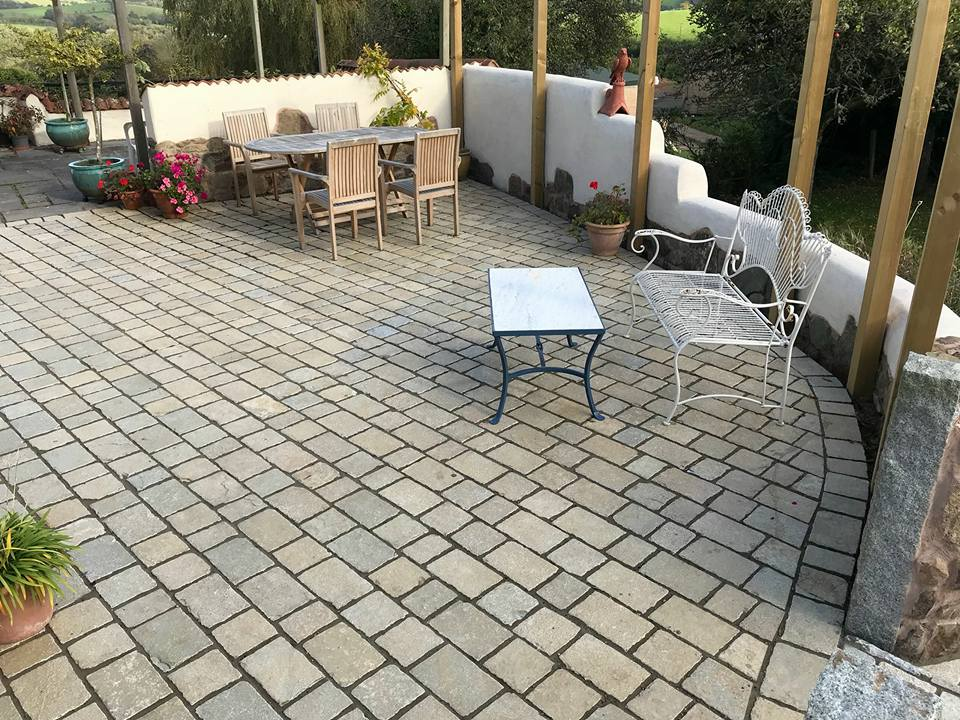 Tumbled Yellow Sets, Paving, Close Up Setts, Natural Stone, Devon, Dorset, Somerset, Supplier, Patio, Pavestone, East Devon, West Dorset, South Somerset